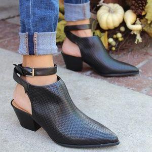 Shoes - 🚨LAST PAIR!!//The Larissa// Black Woven Mule